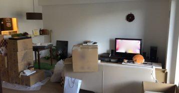 【注文住宅のアイデア】リビングのソファを服・物置き場所にしない方法